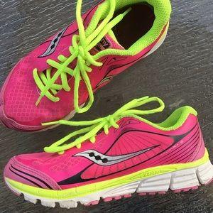 girls SAUCONY kinvara sneakers gym shoes 3 W